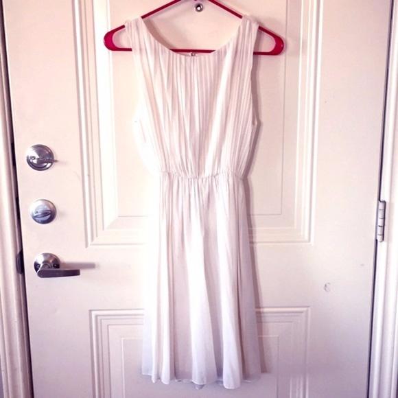 Alice + Olivia Dresses & Skirts - NWT Alice + Olivia White Pleated Dress